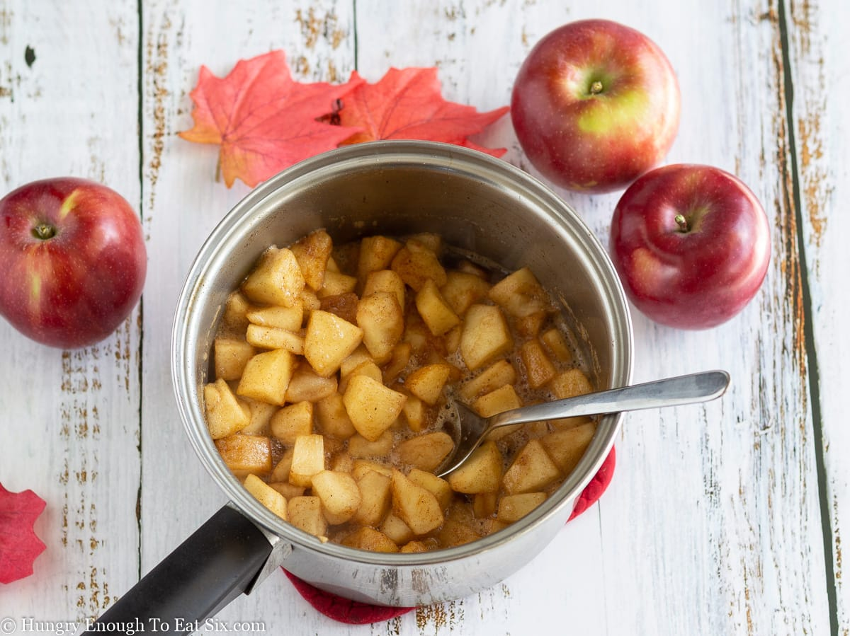 Small saucepan of cooked apples