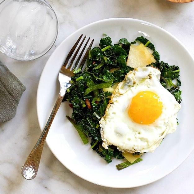 https://pinchandswirl.com/kale-kohlrabi-mint-stir-fry-bacon-fried-egg/