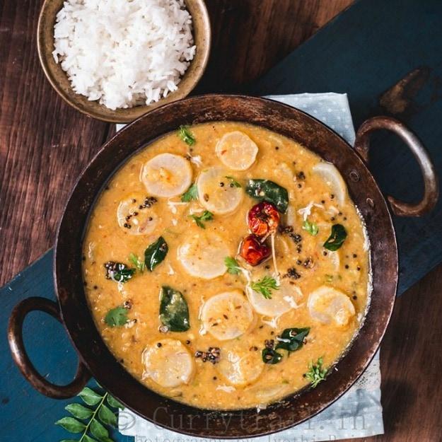 http://currytrail.in/2016/12/arachuvita-moolungi-sambar/