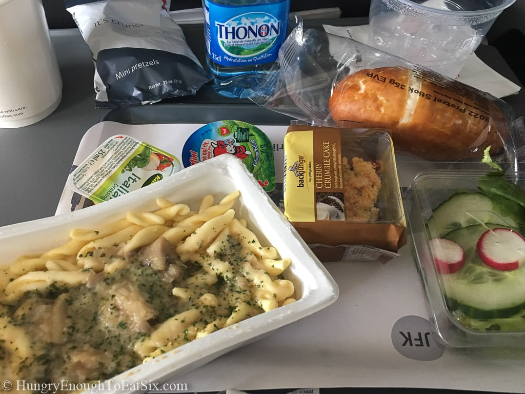 Image of pasta and bread meal on American Airlines flight