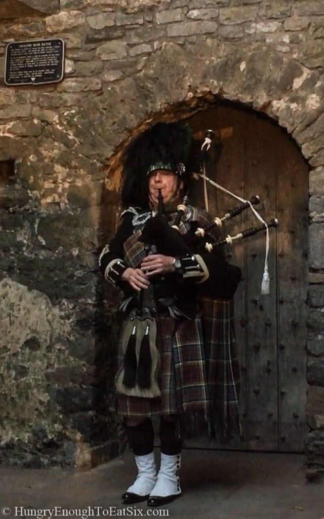 Image of bagpiper playing at Bunratty Castle