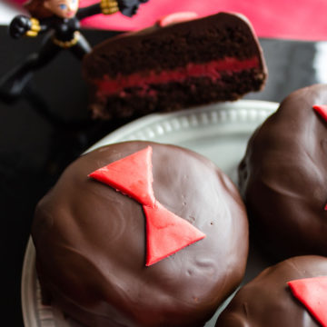 Chocolate cookies with red design