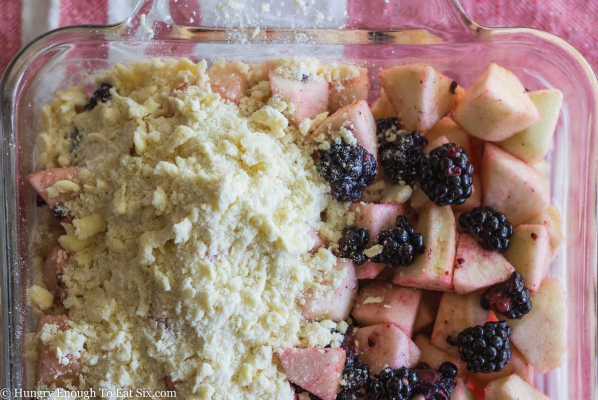 Sliced fruit with raw crumb topping