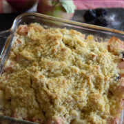 Crumble fruit desswert in a square pan
