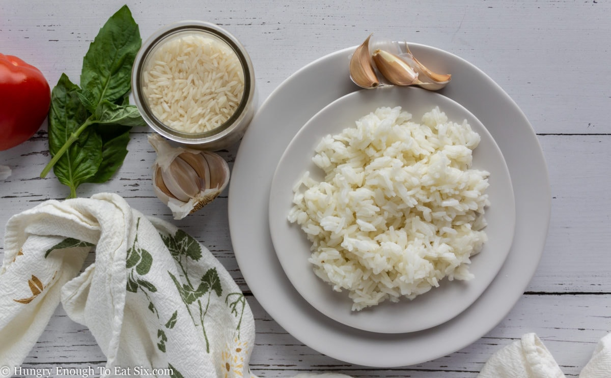 Raw and cooked white rice